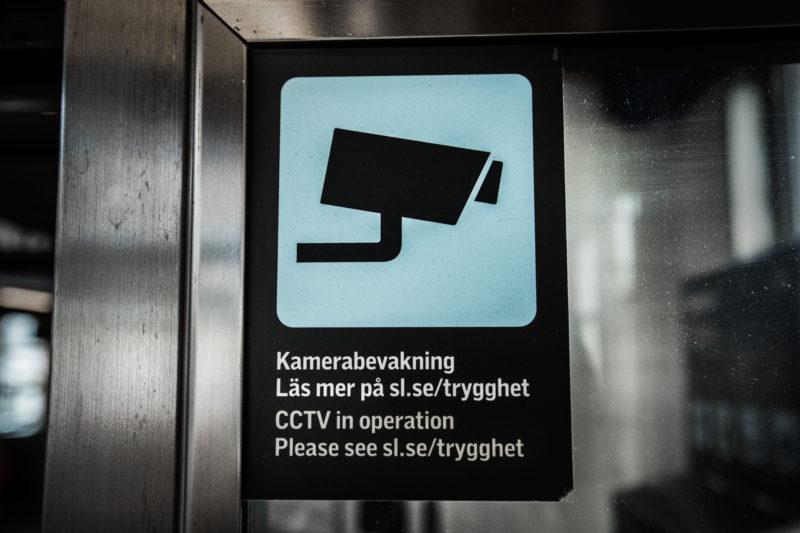 Övervakningskameror. En ny lag träder i kraft den 1 aug 2020, som gör det möjligt för SL att filma även utanför spärrarna, som vid stationsentréer, vid terminaler och vid lokalbanorna. Huddinge pendeltågsstation