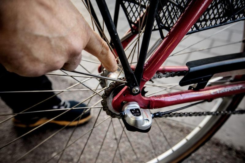 x) Kontrollera att kedjan är oljad Joakim Söderström cykelhandlaren som nyanställer. Bike Room i Täby kyrkby